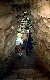 Pozzo di Gârlo: la camera interna vista dal corridoio d'ingresso