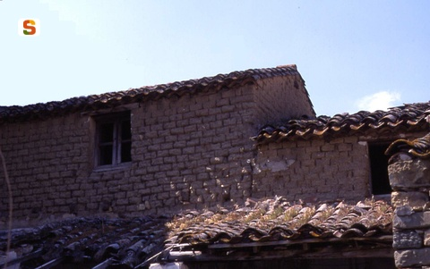 Casa in ladiri