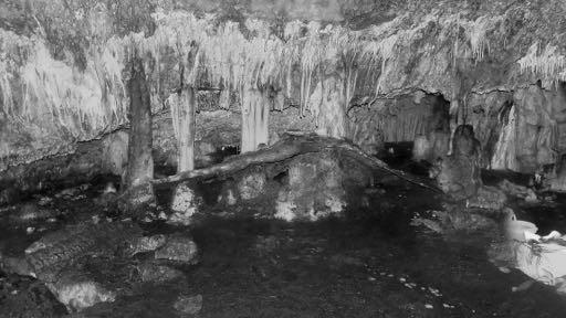 """Come si presenta oggi la """"Sala del tesoro"""" della Grotta Pirosu, spogliata dal suo """"corredo"""" votivo."""